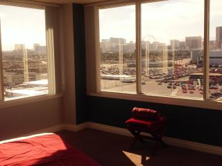 LUXURY Panoramic 2bed/2bath FULL STRIP View Condo!, Las Vegas
