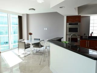 The Binx-Luxury Oceanview 3 Bedrooms + 3.5 Bathrooms, Aventura