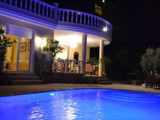 HONEYMOON VILLA; Romantic, Private Gardens & Pool