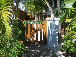 Panoramic water views! FREE Bikes, Kayaks & SUPs! An unbeatable island value., Manasota Key