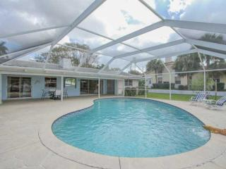 3BR/2BA Waterfront Pool Home in the Moorings w/ Dock & Gulf Access and Fabulous