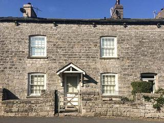 BARROW HOUSE character cottage, woodburning stove, en-suites, WiFi, garden in Grange-over-Sands Ref 929326