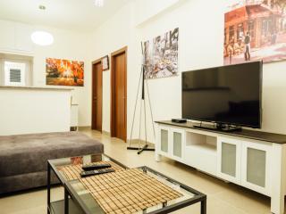 3 rooms Luxury Apartment near the sea, Tel Aviv