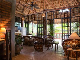 Casa Rafael - In town, two blocks from the beach! - San Pancho
