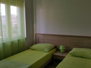 Lovely flat in the center for up to 4, Novalja