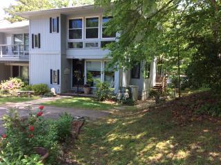 BEAUTIFULLY REMODELED 3 LEVEL TOWNHOME, Hot Springs Village