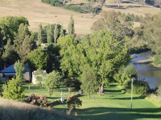 Elm Cottage Rivers Edge Pet Friendly Cottage, Tumut