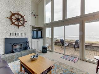 Modern beach home w/sweeping oceanfront views. Walk to town!, Rockaway Beach