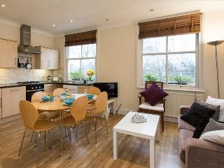 Charming 2BR Apt in Chelsea with Terrace, London