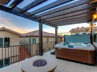 Bright home with a private hot tub & access to shared pools and a gym!