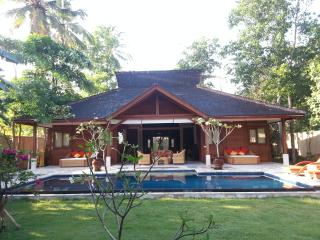 Stunning Pool Villa Close to Selong Belanak Beach