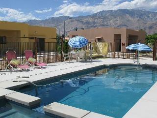 Poolside in the Palm Springs – Sleeps 4