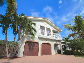 Beautiful 4 Bedroom Luxury Family Vacation Home   Private Beach Access, Pompano Beach