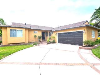 $369 Spring Special! Completely Remodeled & Renovated 4-Bedroom/3-Bath Pool Home Minutes from Disney!!, Anaheim