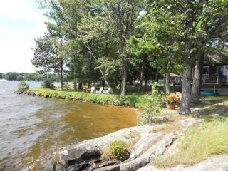 Stoney Lake - Beautiful Point Cottage, Kawartha Lakes