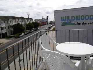 Breezy, Bright, Beachblock 1 BR Condo, Ocean View, Wildwood