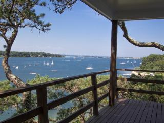 ALDEO - Lagoon Waterfront Compound, Main and Guest House, Private Lagoon Beach, Gorgeous Views, A/C all bedrooms, Centrally Located to Towns and Beaches, Oak Bluffs