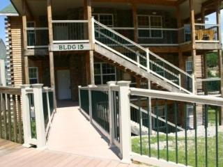 Newer 2 bedroom 2 bath condo on the shore of Table Rock Lake, Branson