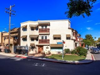 Upscale 1 or 2 Bedrooms - Highly Reviewed!, Avalon