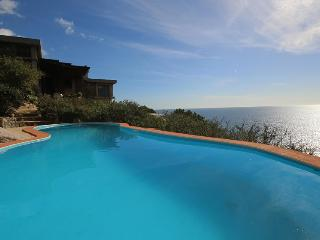 Detached Villa with seaview, pool, direct sea acce