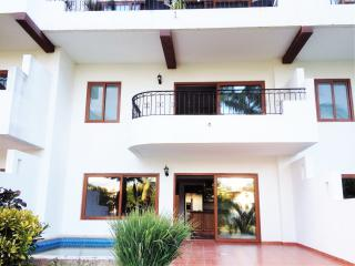 beautiful condo right on the golf course, Puerto Vallarta