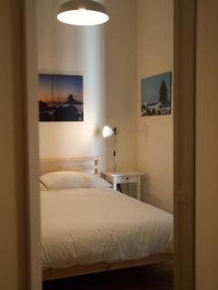 Camera da letto matrimoniale 'Mari', particolare riflesso su specchio