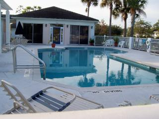 Lakeview Villa at the Plantation- Active Florida Lifestyle- Quiet Safe Upscale