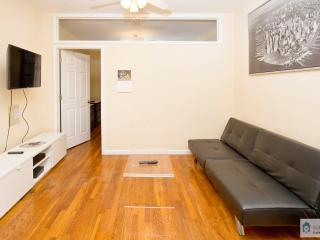Beautiful 2 BR with Living room UES Min 30 Days / 81#5C