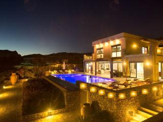 TOP LUXURY 5 BEDROOM VILLA WITH PRIVATE TENNIS COURT AND HEATED POOL IN PEFKOS