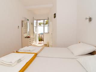 Guest House Misita - Triple Room with Balcony, Dubrovnik
