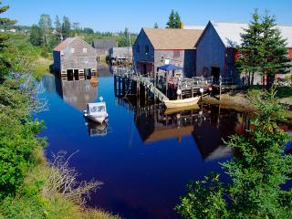 Seal Cove Beach Smokeshed Cottages, Grand Manan