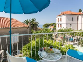 Apartment Cvita - One-Bedroom Apartment with Balcony and Sea View