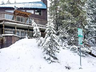 Spacious home w/ deck, forest views and close ski access!, Government Camp