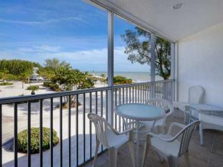 Kimball Lodge - 305 - At The Historic Island Inn!!! - Only 100 Yards to the, Sanibel Island
