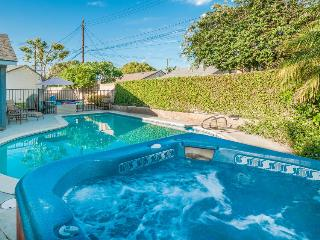 Remodeled home less than 1 mile to Disneyland, pool/hot tub!, Anaheim