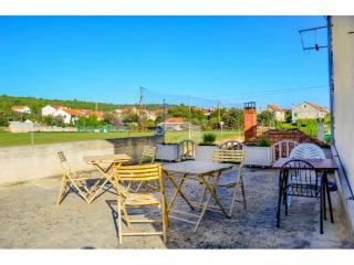 TH01915 Apartments Srhoj / Studio Paiz A5, Stari Grad