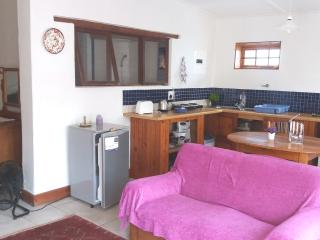 NAPIER SLEEPOVER: SELF-CATERING, COTTAGE, SLEEPS 2