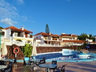 Center of Las Americas. Heated pool. A pool bar., Costa Adeje