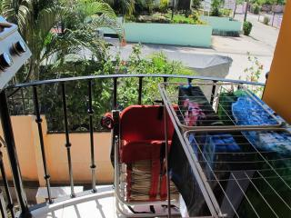 Cozy tropical condo walking distance from beach