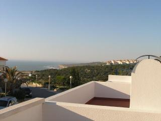 Casa Ana - Bungalow with shared swimming pool, Ericeira