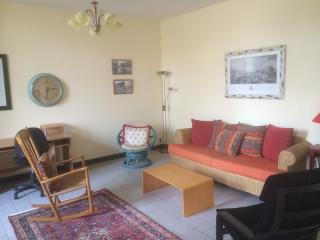 Sun Drenched 2 Bedroom, Beaucaire