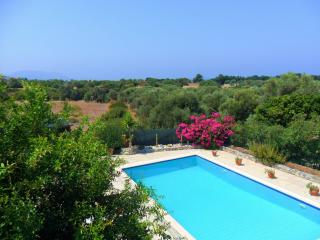 Beautiful Villa with pool, mountain and sea views, Karsiyaka