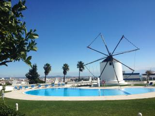 Holiday Apartment on Windmill Hill, Albufeira with Sea View and Free WiFi