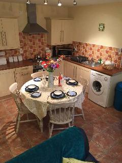 Kitchen, including cooker, freezer, fridge and Washing Machine