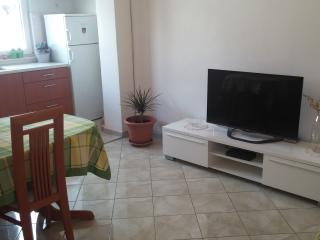 Apartment with courtyard and parking place, Split
