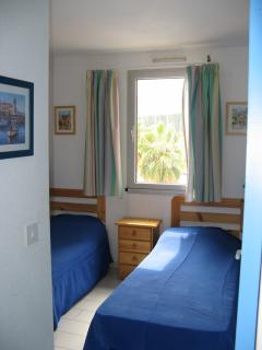 Bedroom with two single beds. (Double sofa bed in lounge)