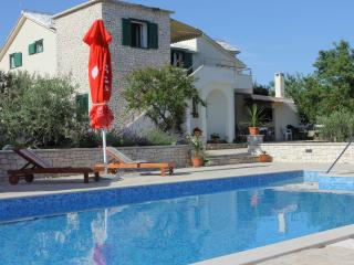 Lovely house with large pool, Supetar