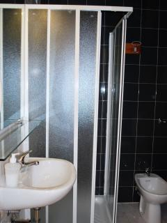 Bagno con doccia camera Rita
