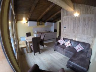 Luxury 3 Bedroom Apartment with glacier views, La Thuile
