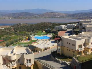 Cozy 2 bedr Lake-view apartment in Lakeside resort, Milas